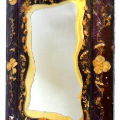 Oglinda veche rama decorata cu flori naturale presate in rasina - anii '60 - '70 - Rama Tablou, Decupaj: Dreptunghiular, Material: Lemn