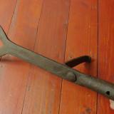 scule / unelte - vechi cutit in V pentru taiat fanul - mestesug taranesc !!!