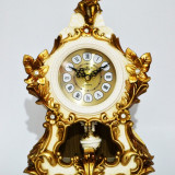 Ceas de masa din rasina cu pendula - Produs Nou