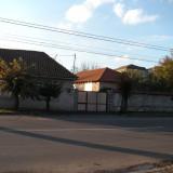 Doua case: una in rosu + una demolabila - Strada Seleusului 660m² - Casa de vanzare, 130 mp, Numar camere: 3