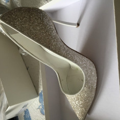 Vand pantofi Casadei numarul 38 - Pantof dama Casadei, Culoare: Alb